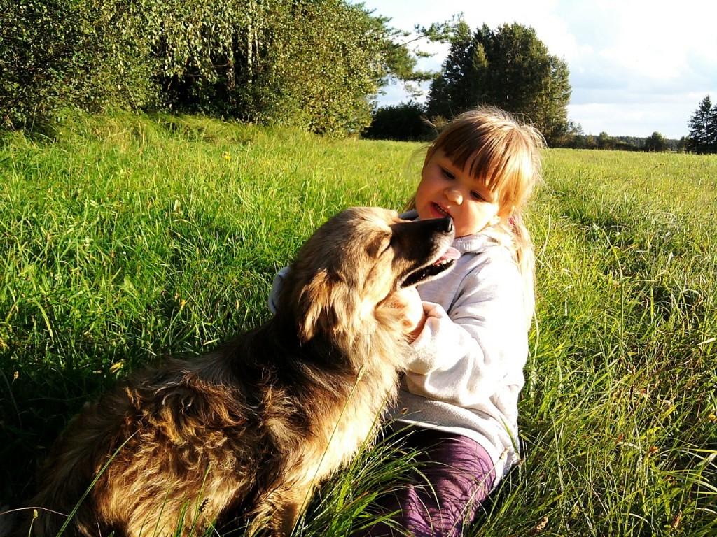 Zakaj je dobro, da otroci odraščajo s hišnim ljubljenčkom