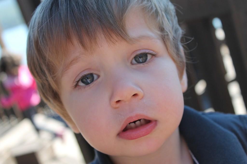 pet-nasvetov-kako-se-z-otrokom-pogovarjati-o-grozljivih-novicah-1