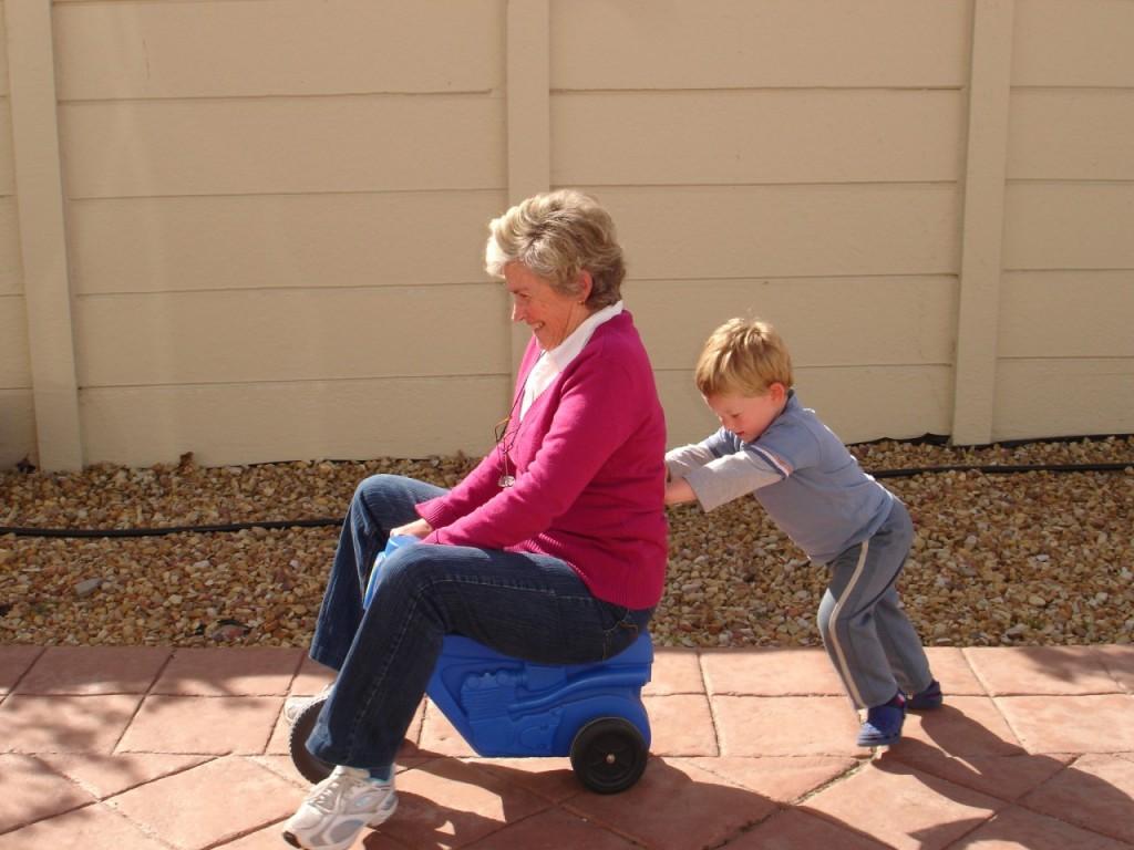 pomembna-vloga-babic-dedkov-v-zivljenju-otrok-1