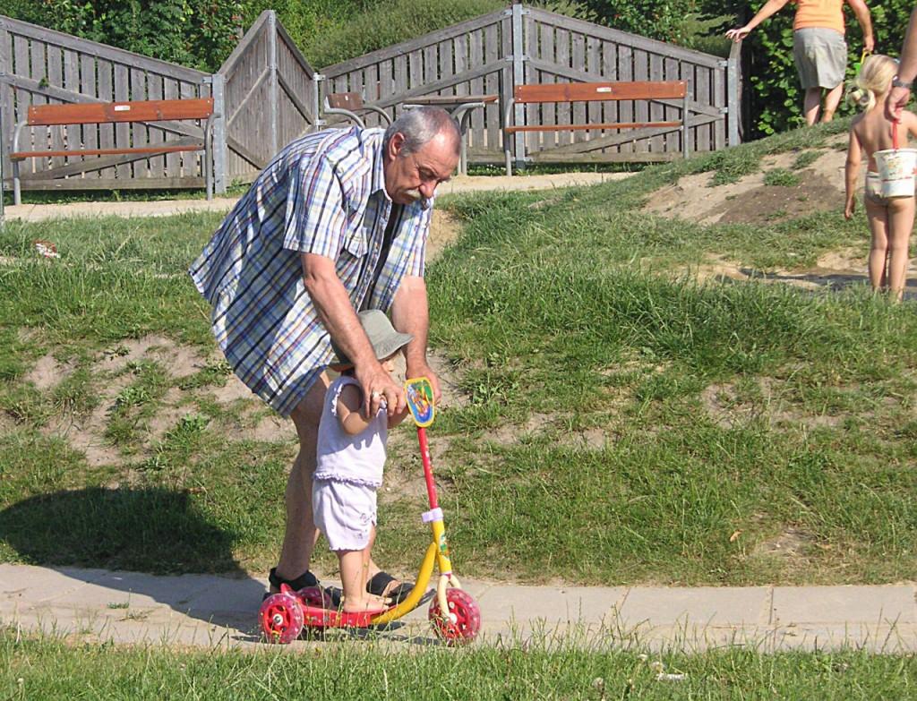 pomembna-vloga-babic-dedkov-v-zivljenju-otrok-2