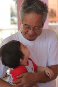pomembna-vloga-babic-dedkov-v-zivljenju-otrok