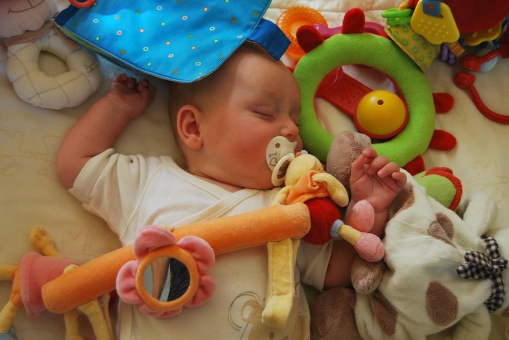 Kako naj čistimo igračke in otroško opremo?