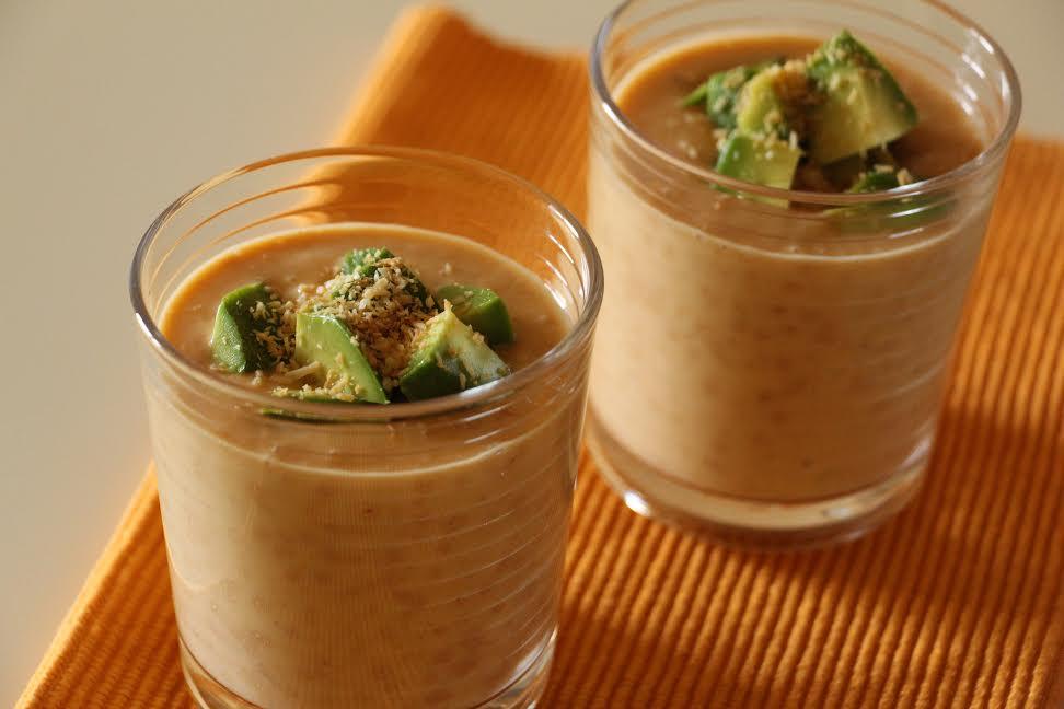 MArelični jogurt z avokadom in kokosom