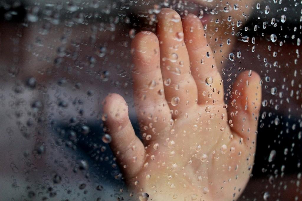 10 razlogov, zakaj bi otroci deževni dan morali preživeti zunaj