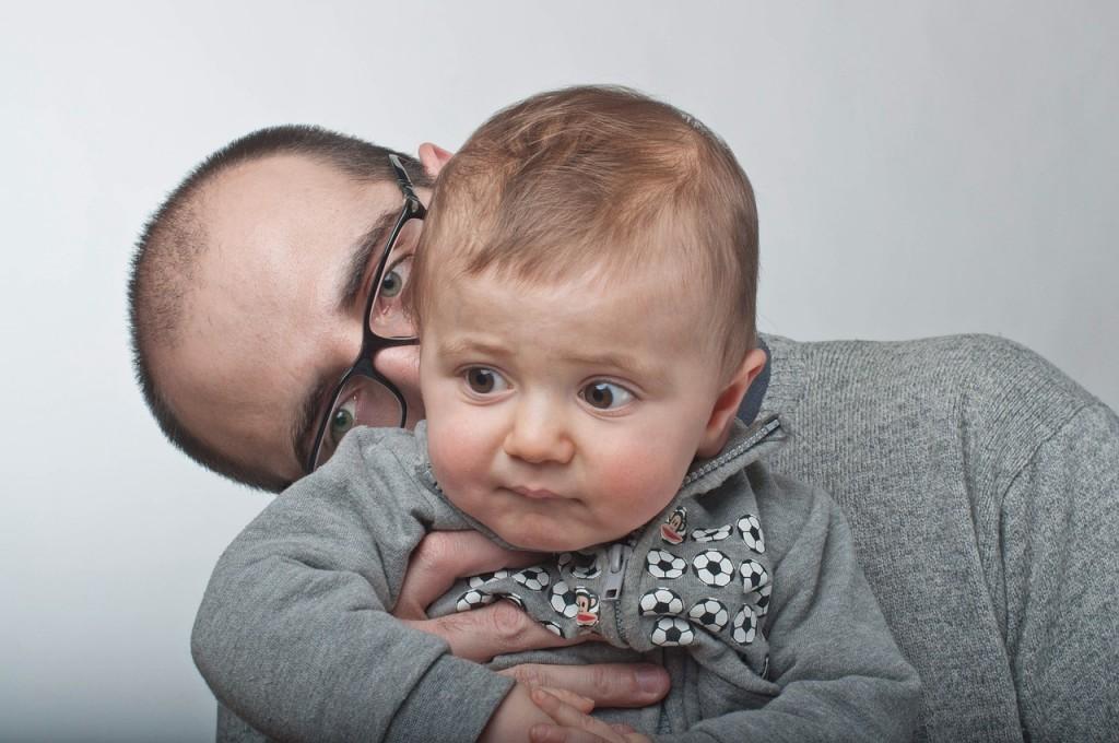 Povezovalno starševstvo - moda ali zaupanje v starševski instinkt.