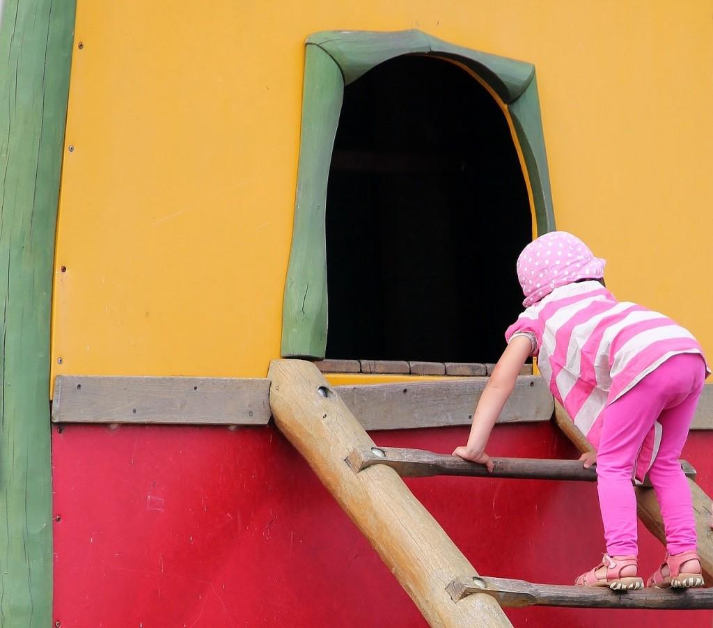 Tvegana igra: Zakaj jo otroci obožujejo in potrebujejo