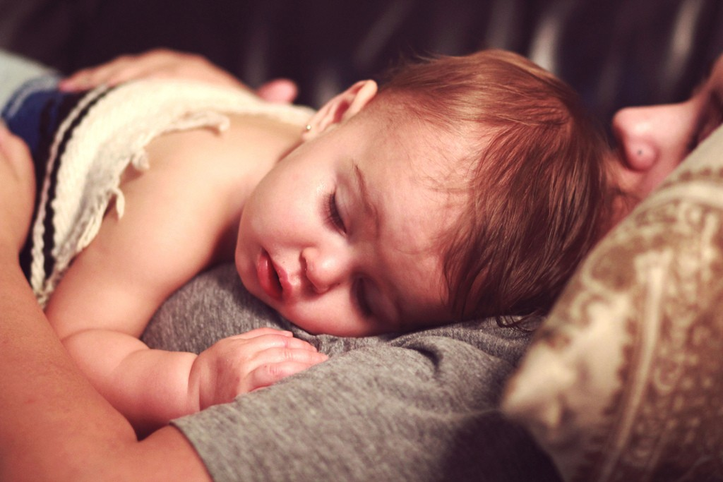 Nasvet homeopata - kaj mora vsaka mama vedeti o vročini pri otroku