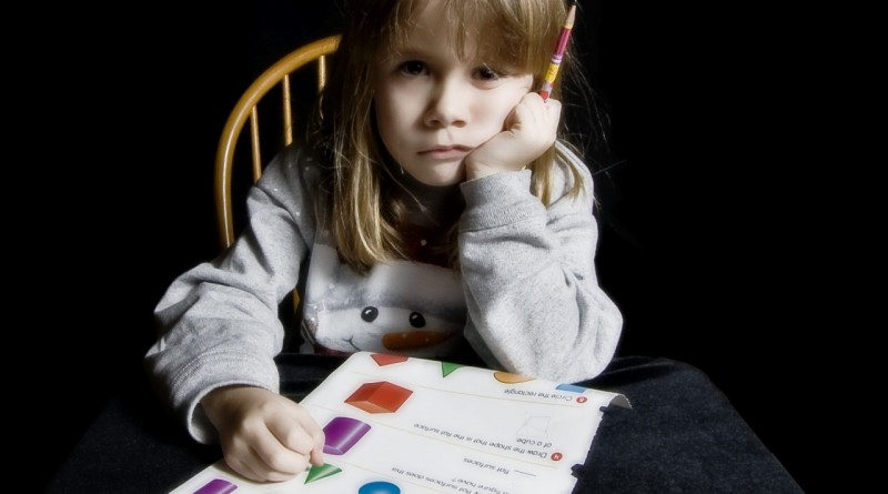 Kako otroka spodbudimo k opravljanju domačih nalog