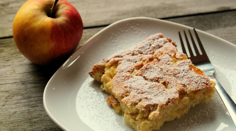 Zdrobov narastek z jabolki
