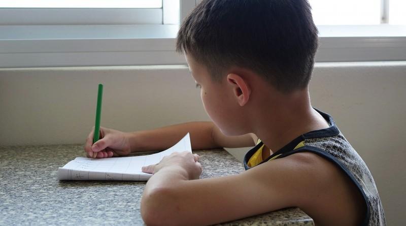 Kako pomagati otroku pri domačih nalogah?