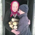 Samo 11 let ima in čisti sneg vsem babicam in dedkom v vasi