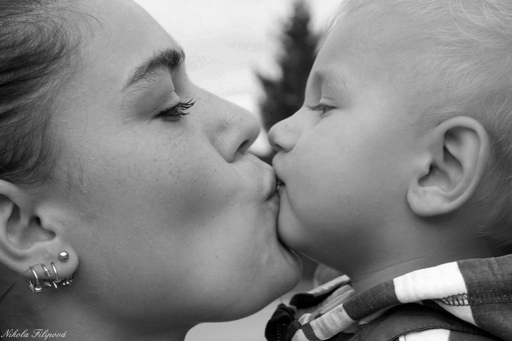 Starševska ljubezen ali egoizem?