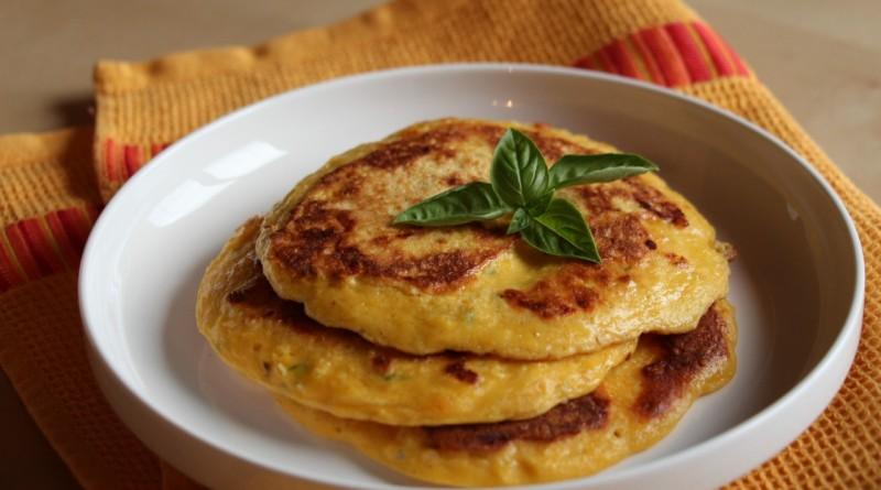 Koruzna omleta z baziliko
