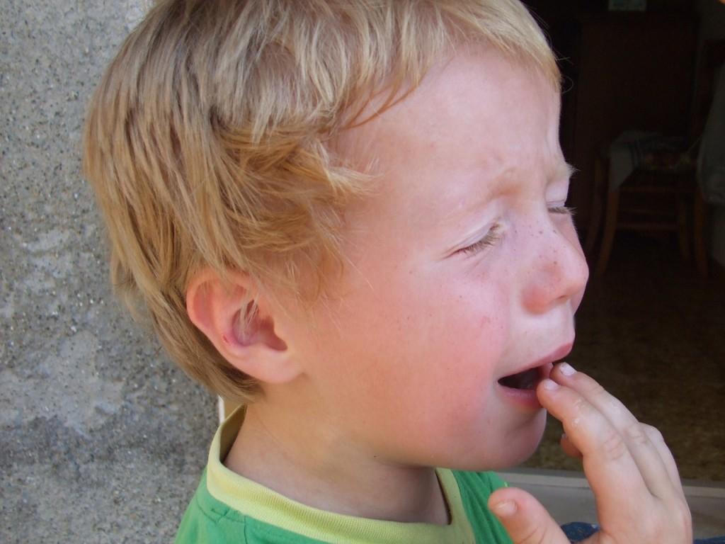 Otrok ima bolečine v trebuhu
