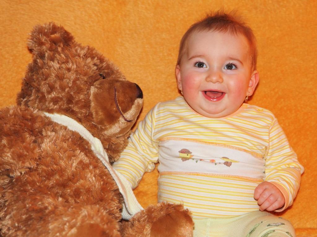 Še vedno verjamete mitu, da lahko dojenčka razvadite?
