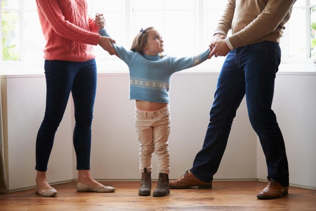 Zakaj so po razvezi največkrat odtujeni očetje