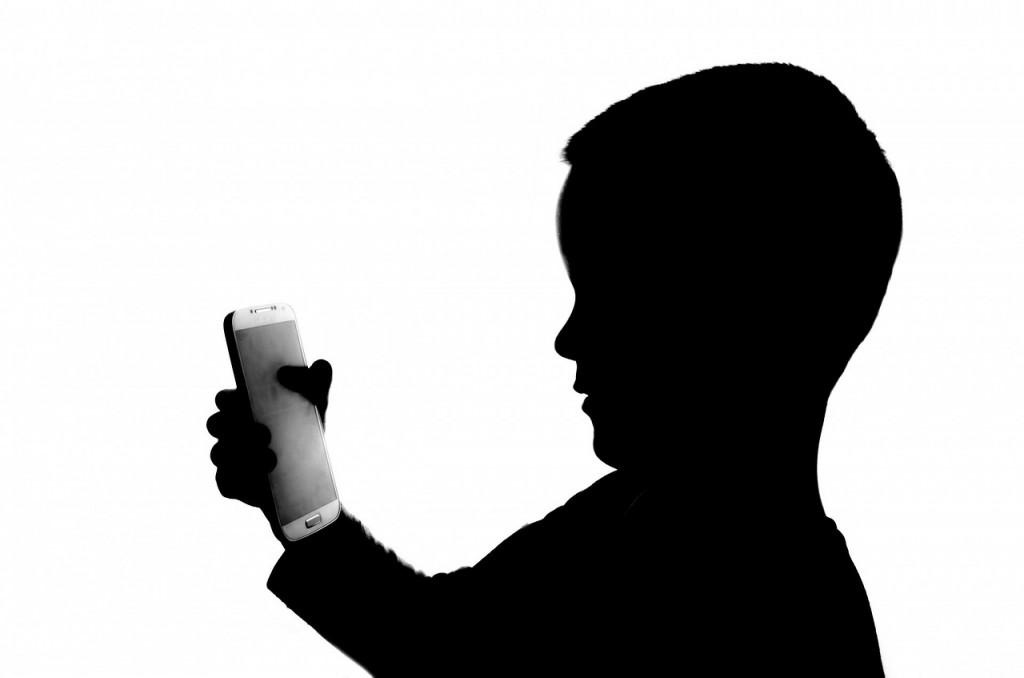 Kaj morate vedeti, preden daste otroku pametno napravo v roke