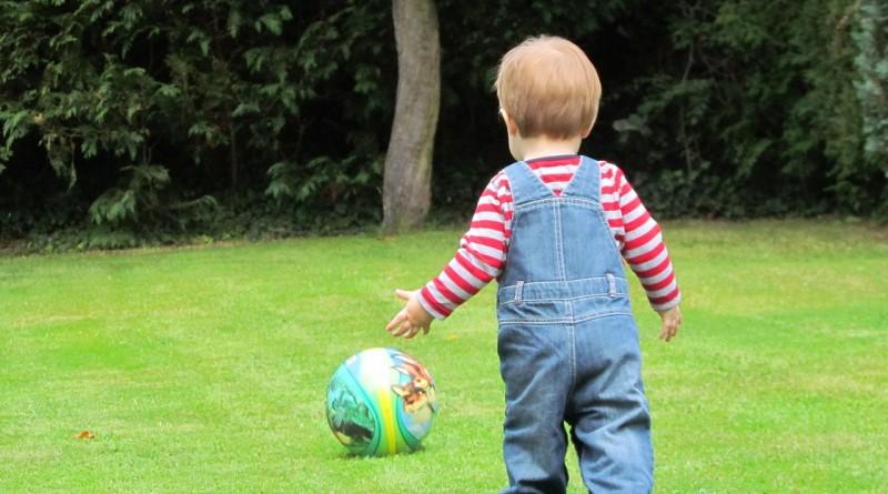 Fantje potrebujejo travnik in žogo