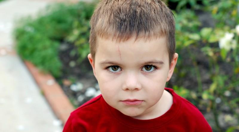Otrok udarja, grize, praska - kako se pravilno odzvati