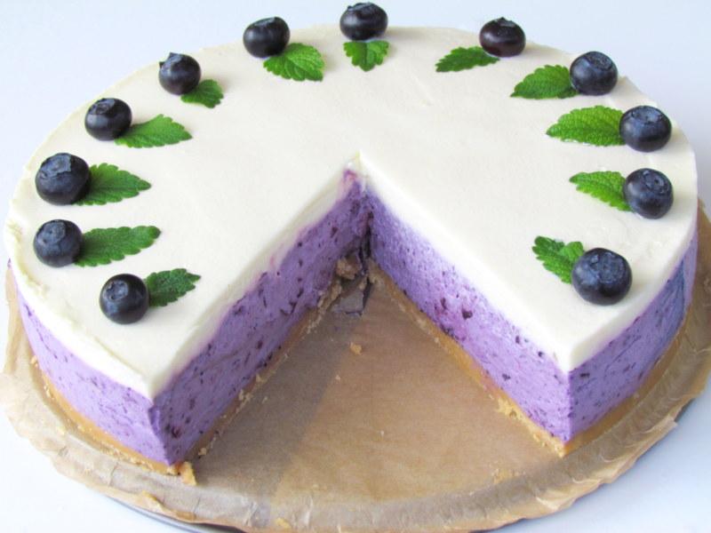 Borovničeva torta brez pečenja