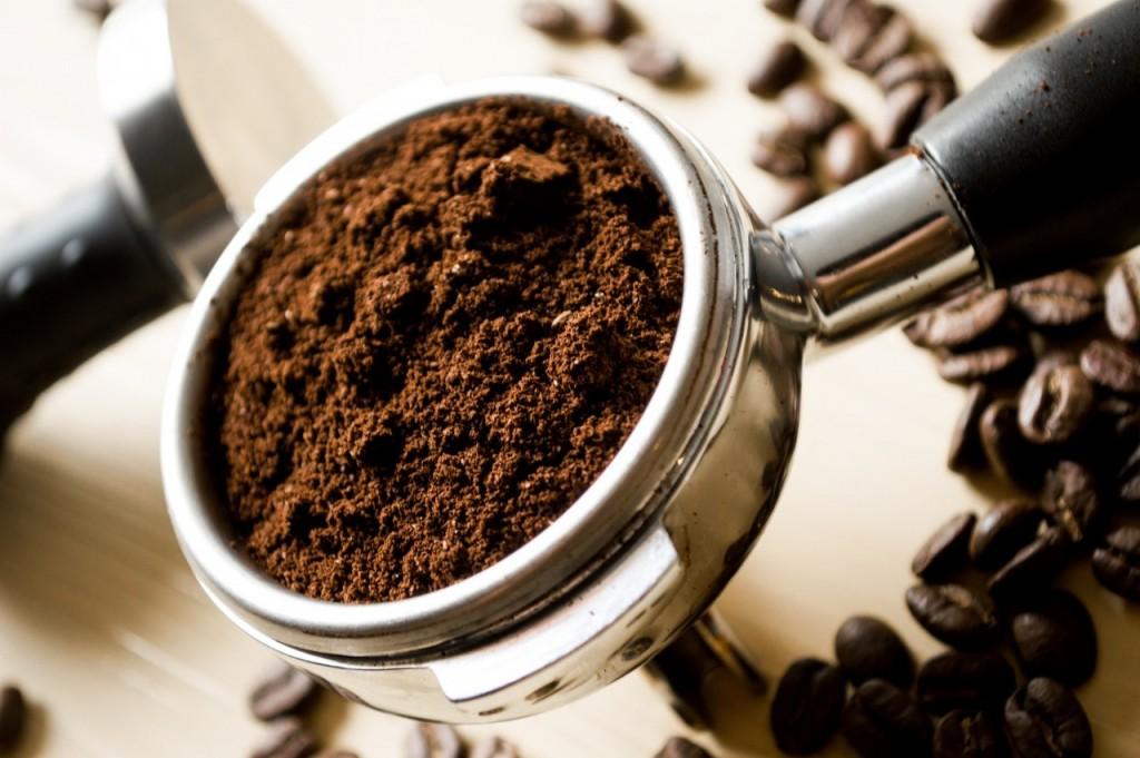 Komarje odženimo s kavo - enostavno in učinkovito