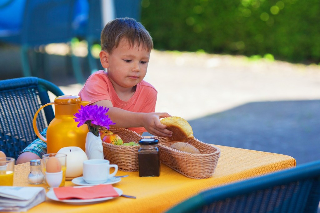 Bonton za otroke: Kaj morajo vedeti lepo vzgojeni malčki?