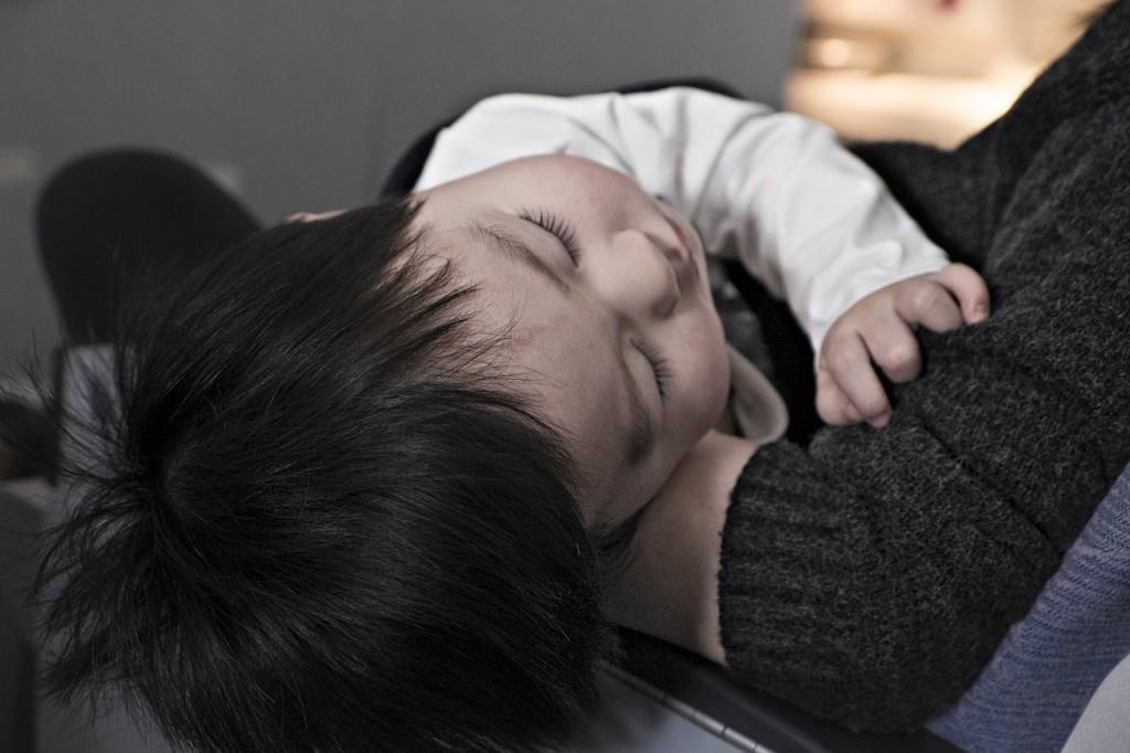 Najpogostejše napake, ki jih starši delamo, ko gre za spanje otrok