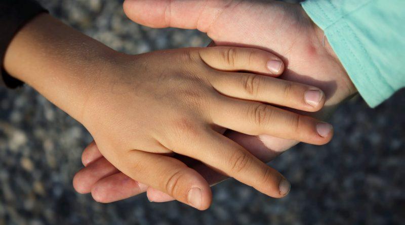 Asertivnost pri otrocih - pomagajmo jim, da se uprejo pritiskom sovrstnikov