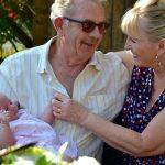 Ali so babice in dedki dolžni čuvati svoje vnuke?