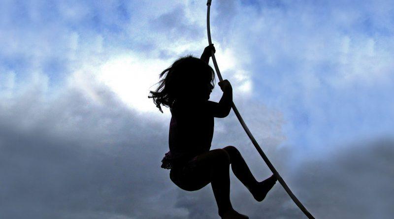 Kako vzgojiti trdoživega otroka?