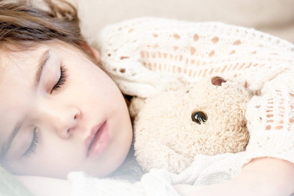 Ali je važno, kdaj gredo otroci spat?