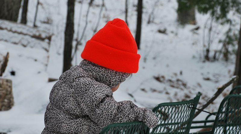 strokovnjaki-opozarjajo-ne-pretiravajte-z-oblacenjem-otrok-to-je-lahko-nevarno