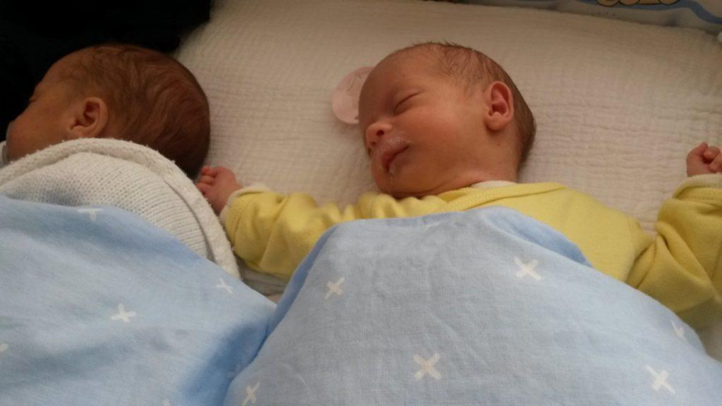 Dojenje dvojčkov