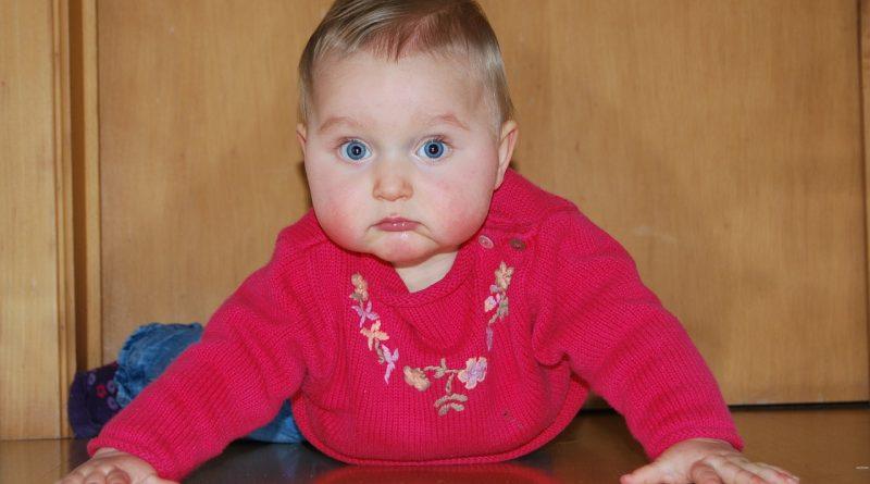 9 razlogov, zakaj ne smemo pomagati dojenčkom pri hoji