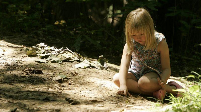 Kaj otrok izgublja s prosto igro?