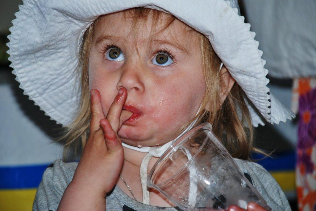 Kako bi umirila otrokove izbruhe in trmarjenje