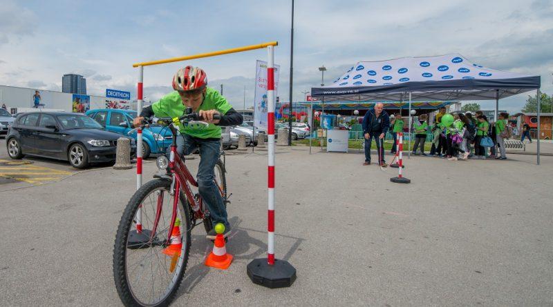 Varno na kolesu: Kako otroku omogočiti varno kolesarsko izkušnjo?