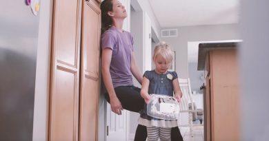 Video: Normalen dan iz materine in otrokove perspektive