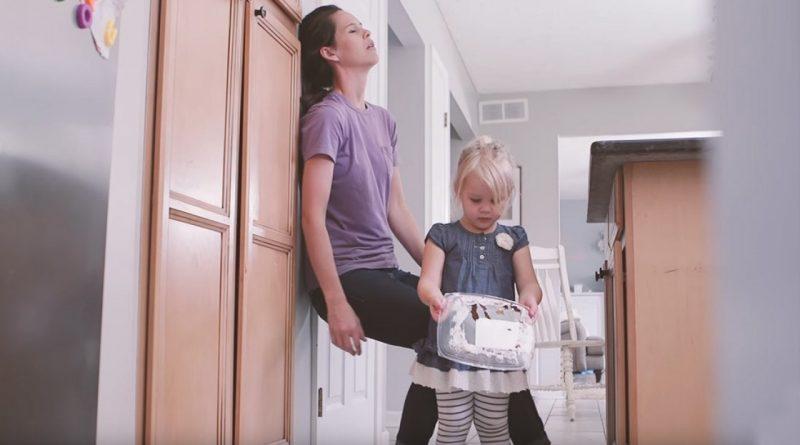Normalen dan iz materine in otrokove perspektive