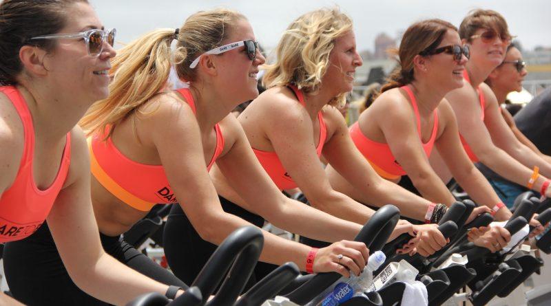 Poporodni fitnes: kdaj lahko pričnete telovaditi po porodu?