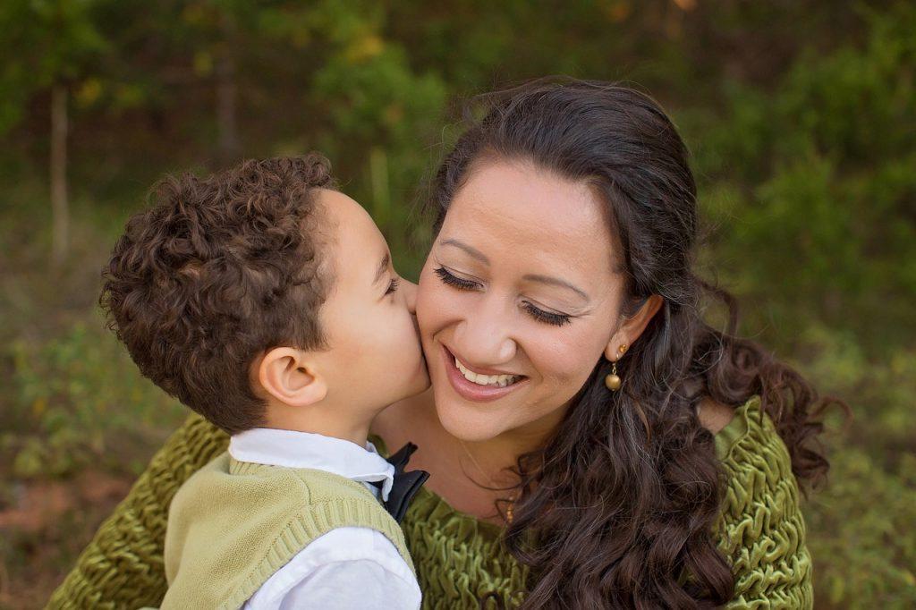 Kateri dve stvari moraš narediti, ko otrok trmari?