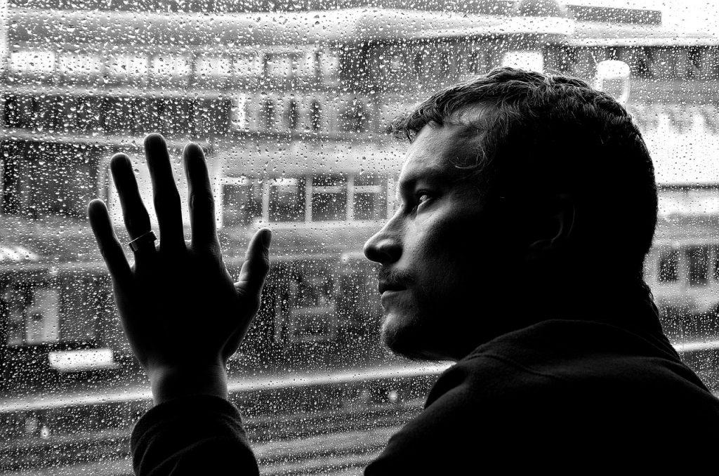 Zakaj očetje trpijo za poporodno depresijo?