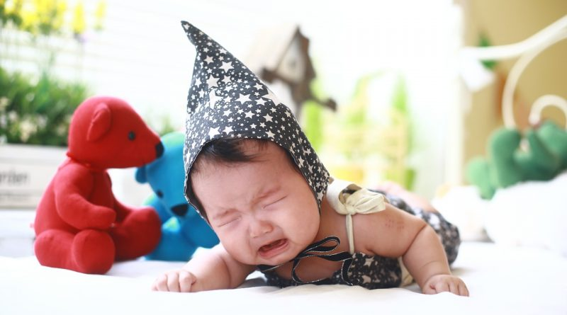 Ali je dobro, da pustimo dojenčka izjokavati?