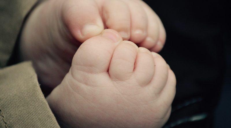 Kako skrbeti za nohte vašega malčka