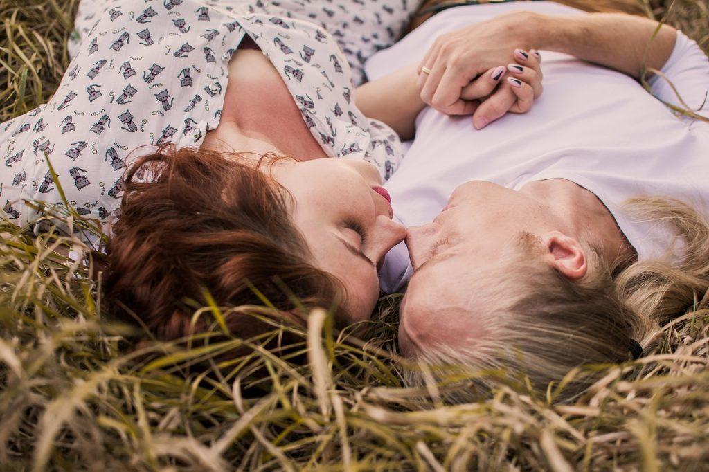 Kako mojstri in kako rušilci odnosov opisujejo pozitivne in negativne lastnosti drugega