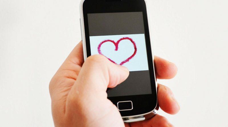 Nezvestoba v odnosu: Ko partner prevara drugega partnerja