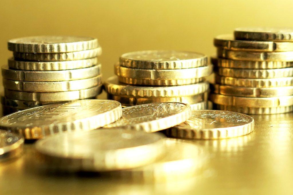 Do višje denarne socialne pomoči le z novo vlogo, vendar pa lahko ostanete tudi brez nje