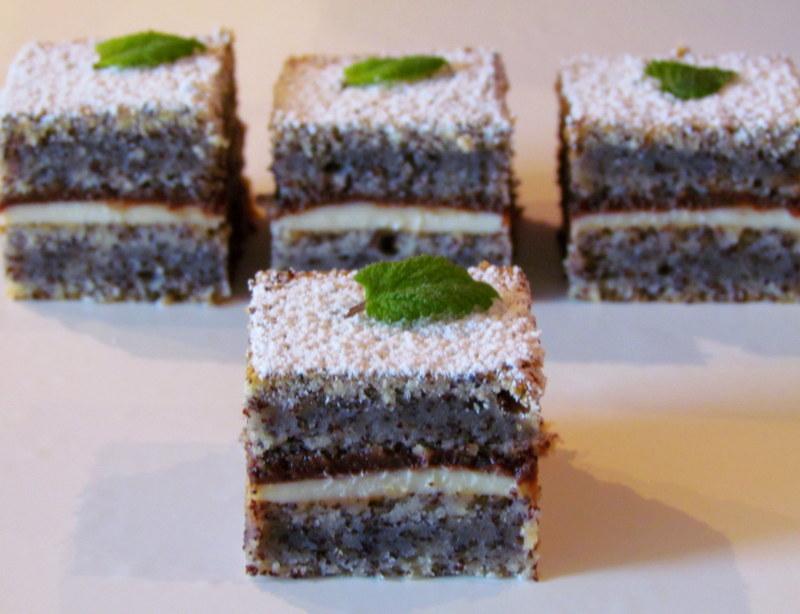 Recept: Marianine makove kocke z grškim jogurtom