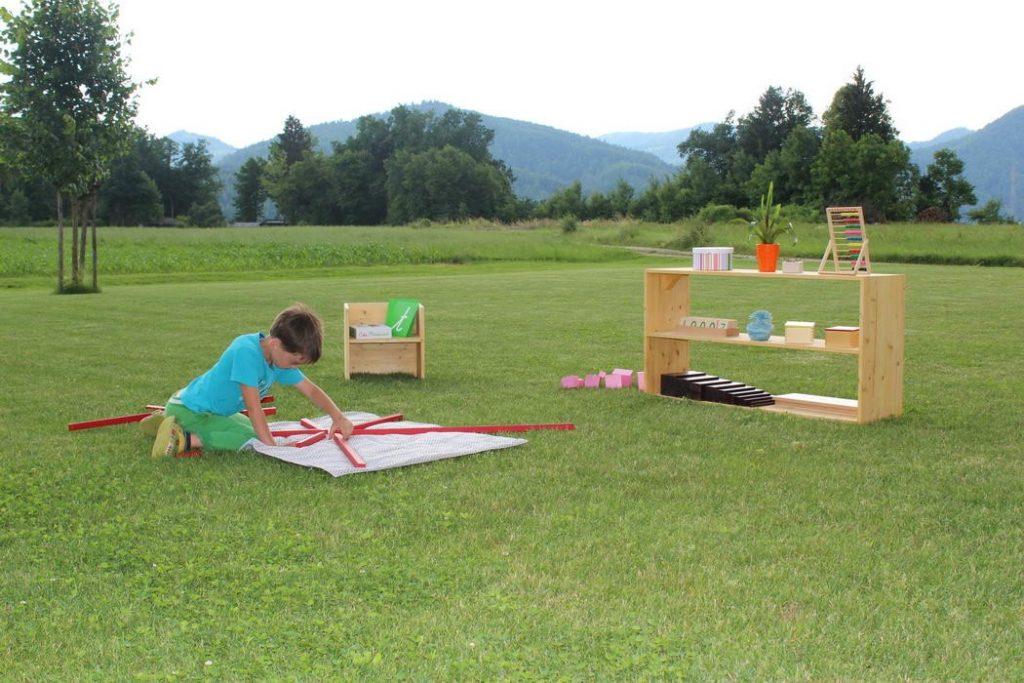 Počitniške dejavnosti daleč od mestnega vrveža s pridihom pedagogike montessori