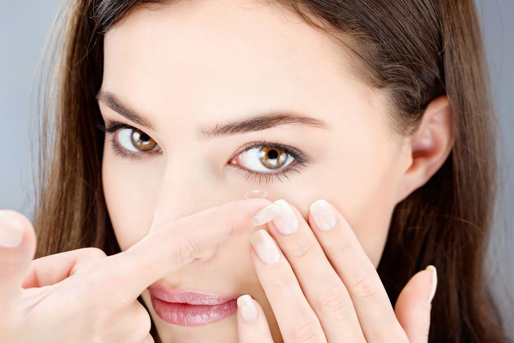 Na kaj morate biti pozorni, če nosite kontaktne leče?